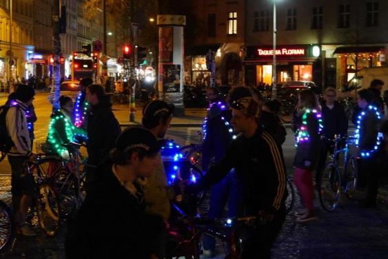 Night Ride Berlin, Bicycling meetup, Fahrradtour mit led jacken
